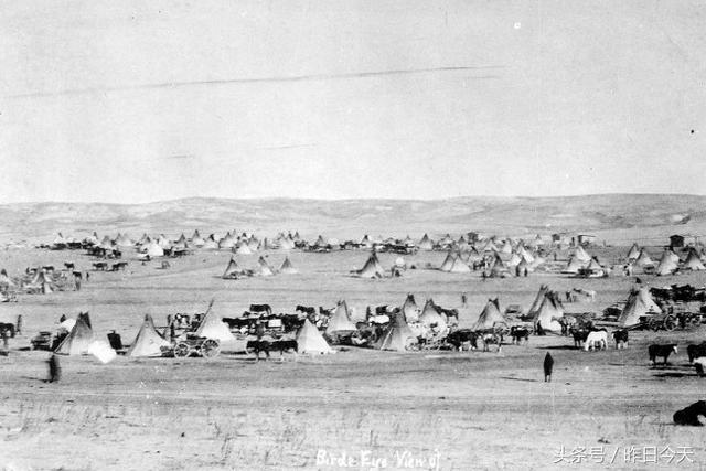 1890年美國政府對美洲印第安原住民進行的屠殺行動。而美洲最早的居住民就是印第安人。