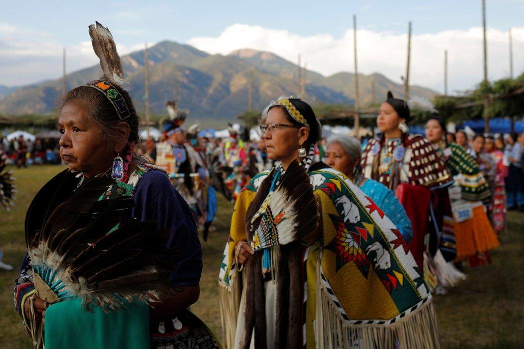 到底是誰的土地誰的城市呢?Fiesta嘉年華是在回憶誰的歷史?一個退休老師對我說,大眾都知道自己踩在一個「偷來的土地」上,願意承認它