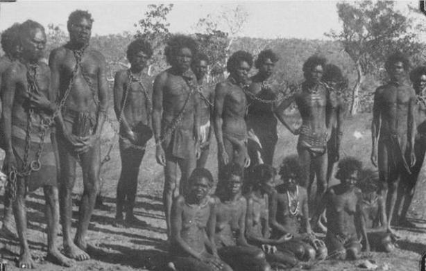 由於土地與生活資源的衝突,而土著人原始的武器根本無法抵抗外來的侵略,至少有2萬土著人死於土地的衝突,許多土著人淪為奴隸。