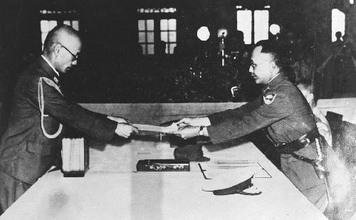 當月25日,在臺北中山堂舉行受降典禮,由陳儀接手日本在台的末代總督安藤利吉的受降書,並將當天命名為「台灣光復節」。